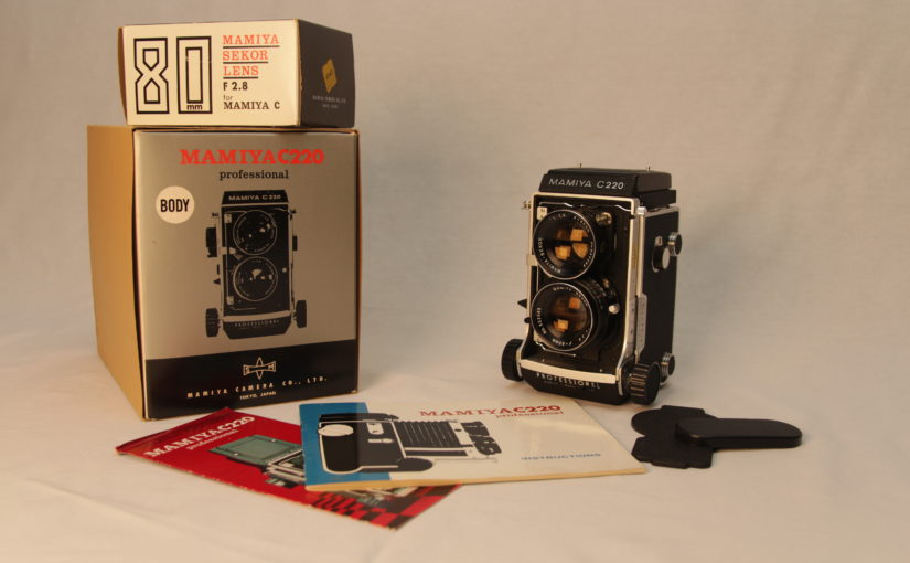 Review: Mamiya C220 twin lens reflex (TLR) medium format camera
